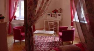 Salon Chambre d'hôte Rose - La Maison du Parc - Yzeron