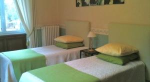 Lits simples de la chambre d'hôtes Muguet – La Maison du Parc – Yzeron