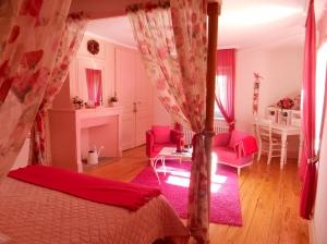 Salon Chambre d'hôtes Rose - La Maison du Parc - Yzeron