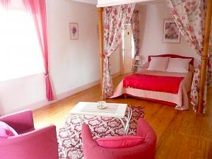 Lit Chambre d'hôtes Rose - La Maison du Parc - Yzeron