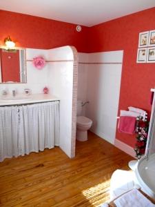 Salle d'eau chambre d'hôtes Rose - La Maison du Parc - Yzeron